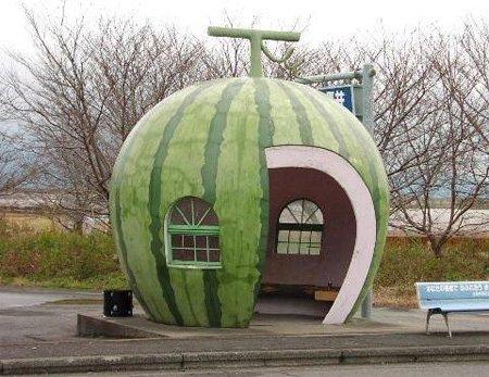 16个国外的创意公交车站设计