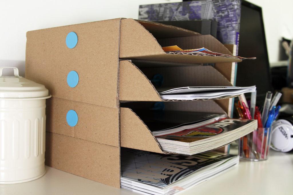 Makedo用纸板diy制作的 创意书桌托盘